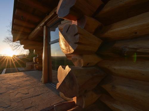 Ulex-Log Cabin-Luxury-Ensuite-Sea View - Base Rate