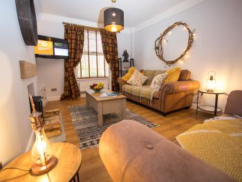 43 BBEscapes - Relax in our cosy lounge with internet TV and free wifi