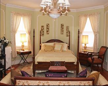 Queen-Ensuite-Oversized-Woodland view-Green Room