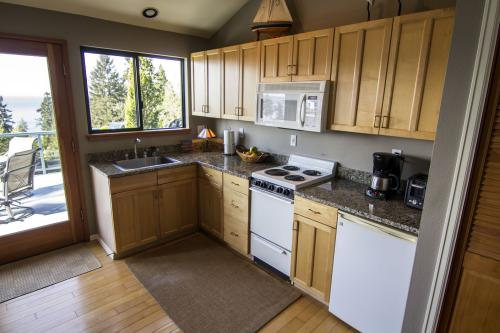 Enjoy our Fully equipped kitchen with all the cooking amenities you may need.