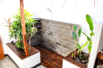 Outdoor bathroom in the 2 bedrooms villa