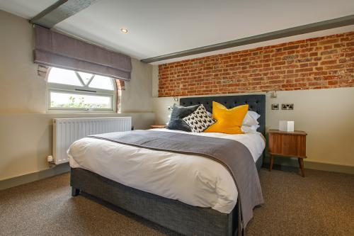 Superior-King-Ensuite with Shower-Superior King Ensuite - Festive Stay&Dine
