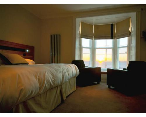 Room 1 - Luxury Superking En suite Room with Sea Views