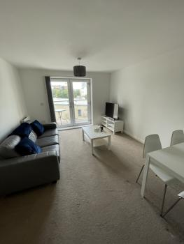 Modern 2-Bed Apartment in the heart of Salford Quays -
