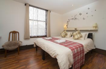 Double room-Ensuite with Shower-Comfort-Street View - Base Rate
