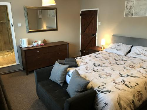 King-Double room-Ensuite with Shower-Street View