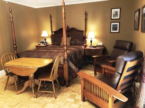 Queen-Ensuite-Romantic-Garden View-Highland Room - Base Rate