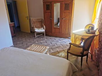 Rangements chambre jaune Mas Bazan