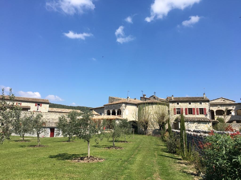 rue des Couradous le gite de Babeth et le domaine du viticulteur gîtes