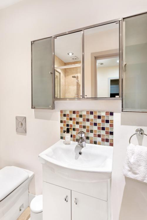 2 Bed-Comfort-Apartment-Ensuite with Shower-City View - Base Rate