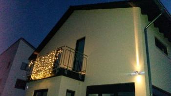 Haus Rückseite bei Nacht