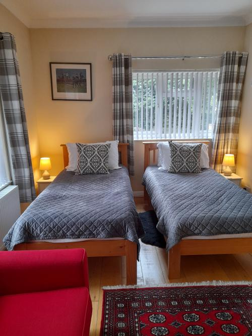 Twin room-Standard-Ensuite with Bath-Ground floor twin - Base Rate