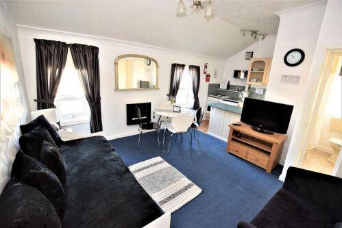 Apartment-Family-Ensuite-Garden View-1 Large Bedroom Top Floor