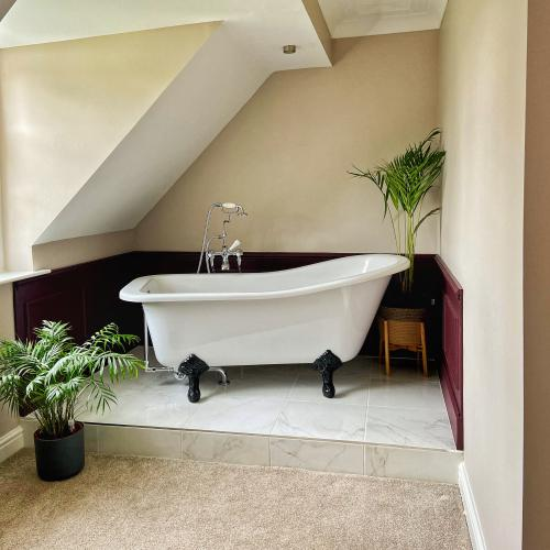 Suite-King-Ensuite with Bath-Garden View