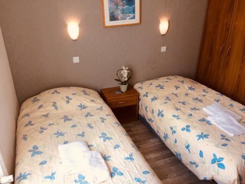 Twin-Confort-Salle d'eau-Vue sur Rue-wc - TV