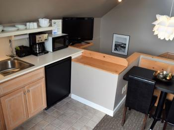 Kitchenette & Breakfast Nook