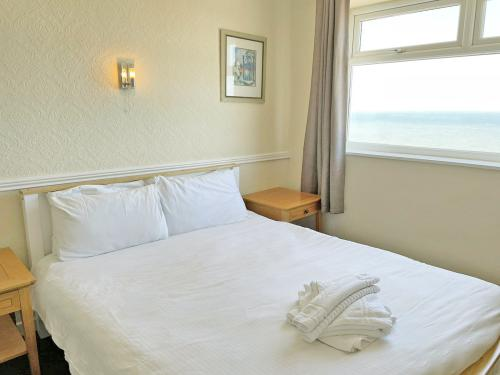 Double room-Classic-Ensuite with Shower-Sea View - Base Rate Room Only