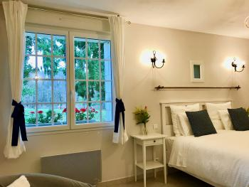 Auguste Renoir room-Queen-Deluxe-Ensuite with Shower-Countryside view