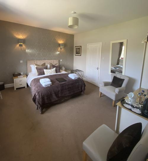 Double room-King-Ensuite with Shower - Base Rate
