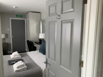Room 4 (with ensuite shower room)