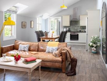 2 Bedroom Cottage / Living Room