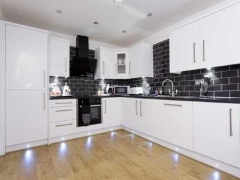 Apartment-Superior-Ensuite with Bath-Occupancy 6