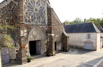 Vue sur l'église depuis la Suite Rose calamine