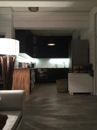 Vue du salon sur la cuisine