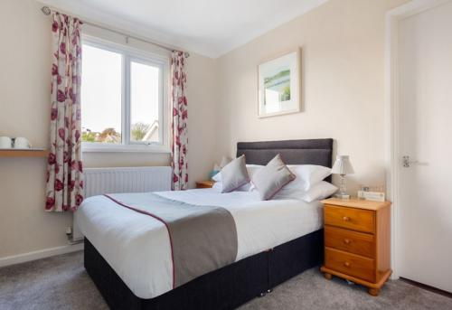 Double room-Standard-Ensuite-with bath or shower - Base Rate