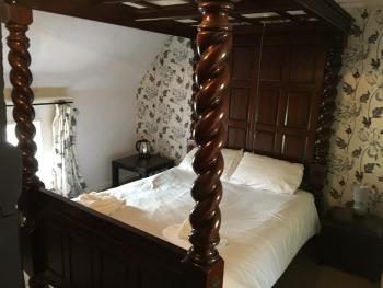 Deluxe-Double room-Ensuite with Bath-Four Poster