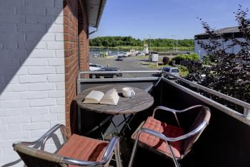 Suite-Charakteristisch-Ensuite Dusche-Balkon-seitlicher Kanalblick - Standardpreis