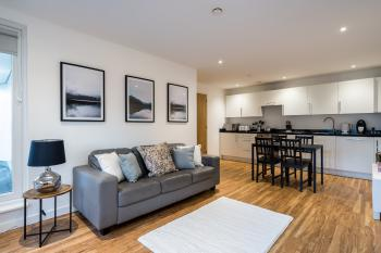 Cozy Stays The Exchange Manchester City Centre - Open Plan Kitchen, Living and Dining Room