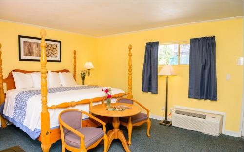 Family room-Ensuite-Standard-Patio-2 Bedroom King Suite