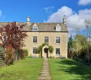 Cotswold Cottage Gems - Darly Cottage  - Front Aspect