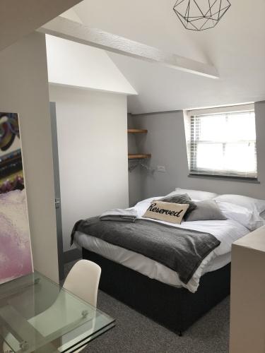 Apartment-Designer-Ensuite with Bath-City View-Loft Studio - Base Rate