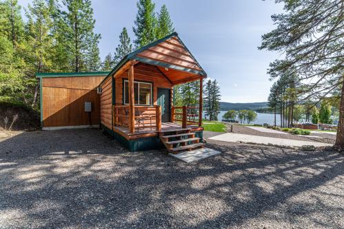 Fisherman's Cove- Premium-Cabin-Private Bathroom- Lake View
