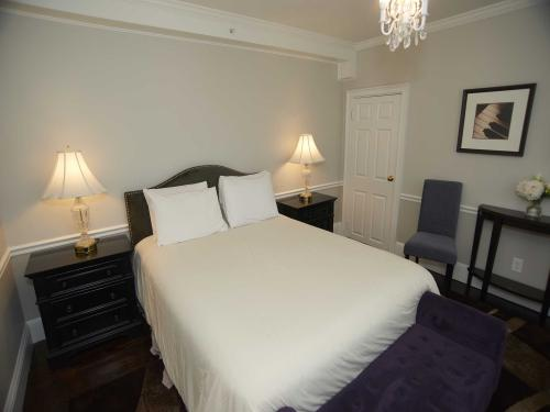 The Manor 116 Queen-Double room-Ensuite-Standard - Base Rate