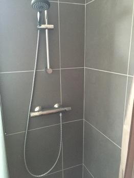 Douche de la chambre du bas
