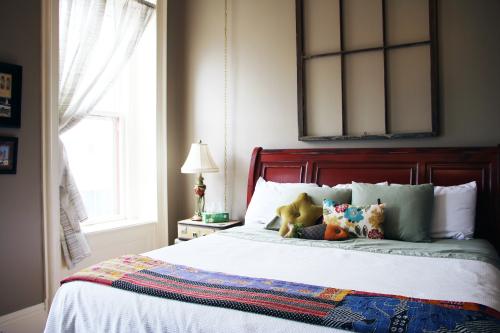 Gray Room-King-Ensuite-Standard - Base Rate
