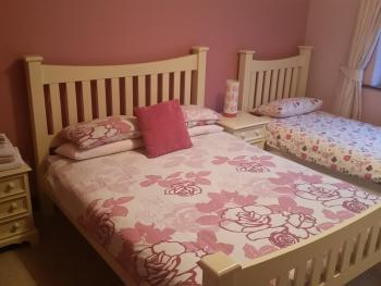 bedroom in main house , bungalow, 4 bedrooms, 2 en-suite.1 bathroom, sleeps 11 sharing.