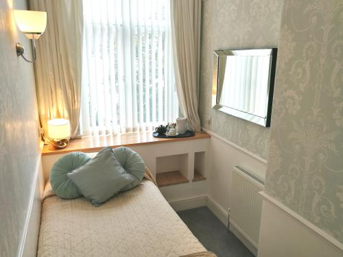 Single room-Ensuite with Shower-(Double Bed)