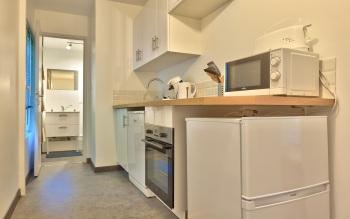 Cuisine aménagée fonctionnelle avec lave vaisselle appartement 6 personnes