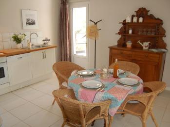cuisine ouverte sur le séjour et coin repas