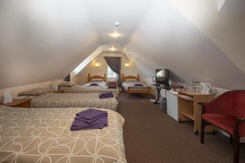Family room-Ensuite-5 single beds  - Base Rate