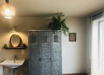 Boshuis lavabo en kleerkast