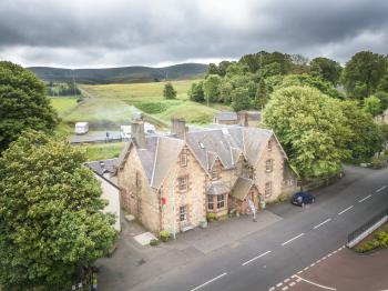 The Hopetoun Arms Hotel - The hotel from above.