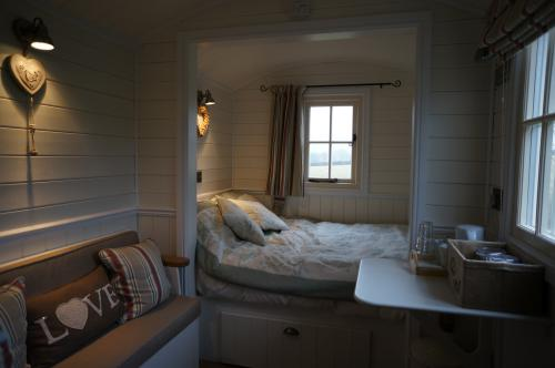 Cabin-Designer-Ensuite-Garden View-Shepherds Hut