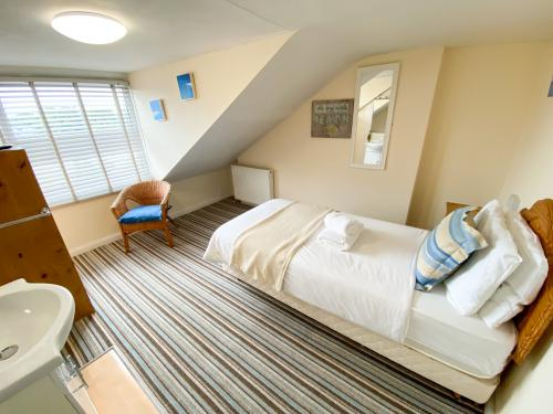 Single Bed with Shared Bathroom - Refundable