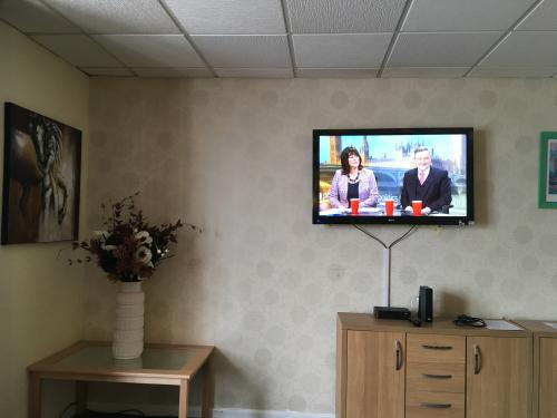 Norton Hotel offers free WiFi and a large communal lounge with Sky Sports TV