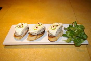 A la table d'hôtes : tartines de rillettes de sardine, mozzarella et citron vert